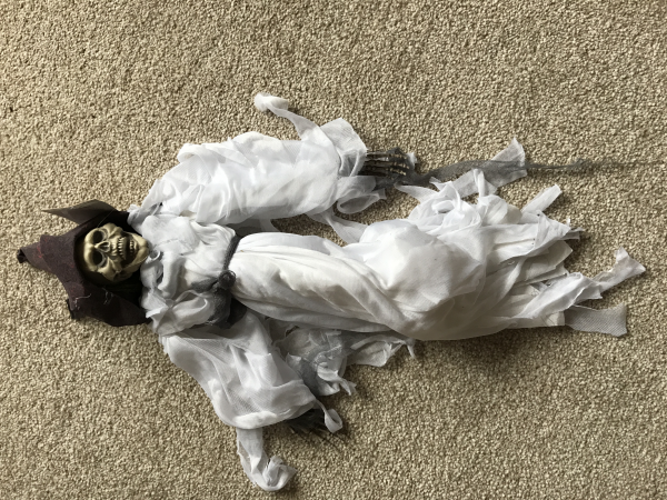 50 cm Hanging Dressed Skeleton - White